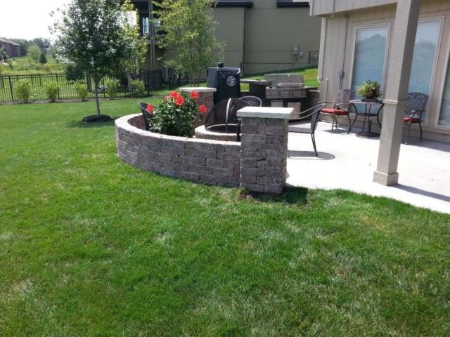 Retaining Wall Surrounding Outdoor Patio