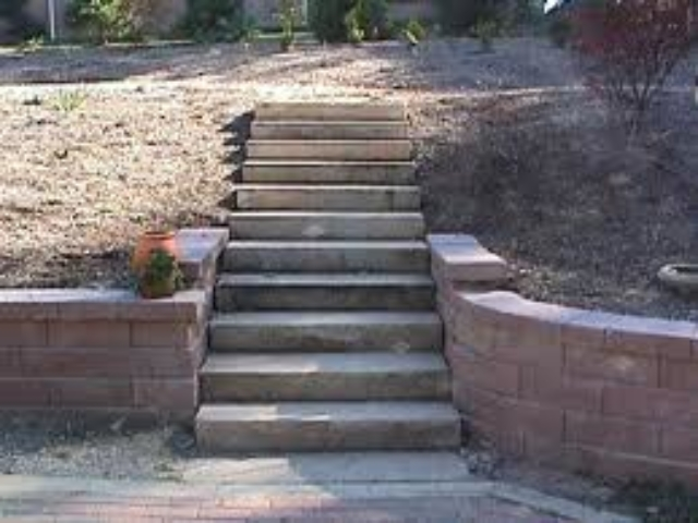 Retaining Wall With Steps Running Through